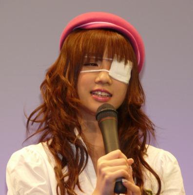 小倉優子の視力は?メガネ姿画像やブランドも調査!普段はコンタクトなの?2