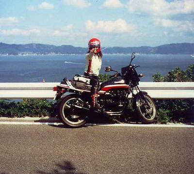 【高市早苗】若い頃の画像まとめ!幼少期〜ドラマーやバイク乗りの姿も10